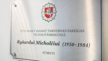 Įamžintas tarnyboje žuvusio sostinės pareigūno atminimas