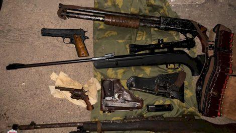 Rastas galimai šaunamųjų ginklų arsenalas (video)