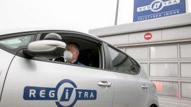 """Nesulaukiantieji vairavimo egzaminų rengia piketą, """"Regitra"""" pasiruošusi juos atnaujinti"""