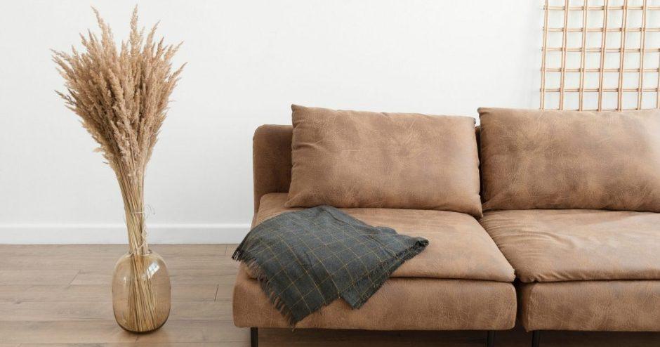 Laikas pirkti naują sofą. O gal geriau atnaujinti seną?