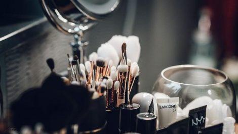 Ar tinkamai prižiūrite vieną svarbiausių grožio reikmenų – kosmetinius šepetėlius?