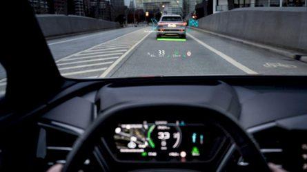 """Naujas elektrinio mobilumo matmuo: """"Audi Q4 e-tron"""" pristato naują salono išvaizdos ir valdymo etaloną"""