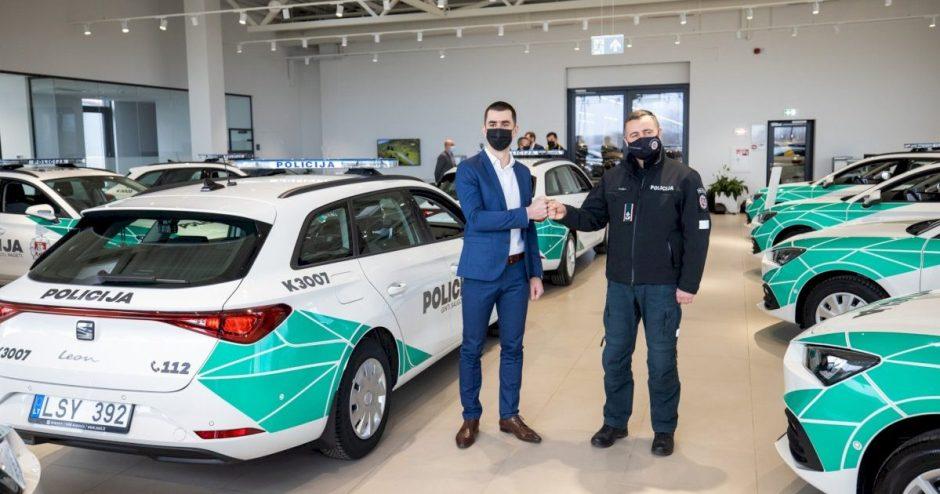 """Lietuvoje policija keliuose patruliuos su """"SEAT Leon"""""""