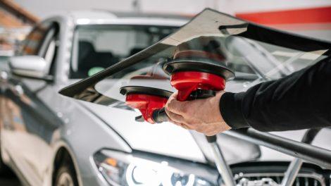 Automobilių stiklų keitimas: kada stiklo tvarkymas yra būtinas?