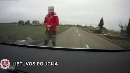 Neblaivus penktadienis: pareigūnams įkliuvo apsvaigęs ir beteisis vairuotojas (video)