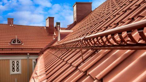 Šlaitiniai stogai – kokie jų privalumai ir kodėl verta rinktis?