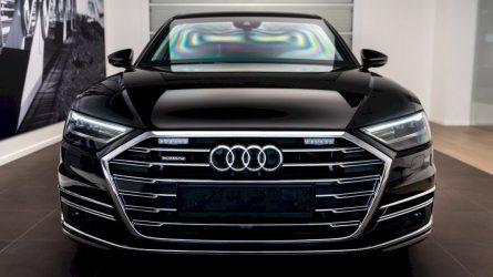 """Į Lietuvą atkeliavo šarvuočio ir limuzino hibridas """"Audi A8L Security"""""""