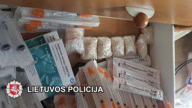 Klaipėdoje atliekamo tyrimo metu rastų, įtariama, narkotinių medžiagų vertė nelegalioje rinkoje gali viršyti 18 000 eurų