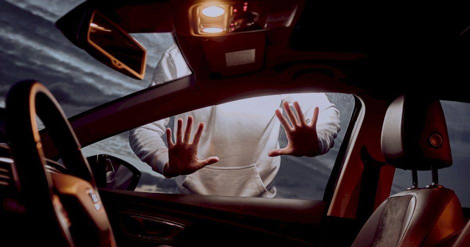 """Atgijo sukčiavimas keliuose: negaliojantis draudimas, """"žiedų valdovai"""" ir psichologinis spaudimas"""