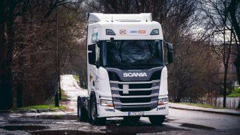 """""""DKV LIVE Metų sunkvežimio"""" konkurse dujinis """"Scania R"""" įrodys, kad gali aplenkti dyzelinius vilkikus"""