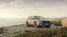 """Elektromobiliai užkariauja naujas sritis: """"Mercedes-Benz"""" pristato šeimai skirtą visureigį"""