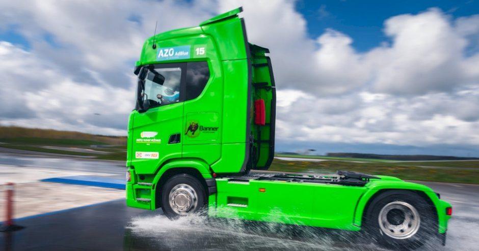 """""""DKV LIVE Metų sunkvežimio"""" bandymuose – nuostaba: modernūs sunkiasvoriai nenusileidžia lengviesiems automobiliams"""
