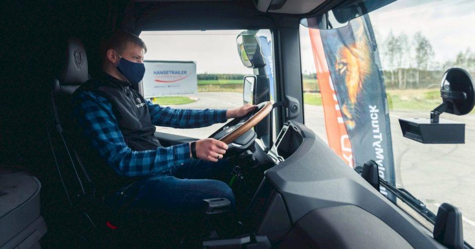 """""""DKV LIVE Metų sunkvežimio"""" konkurse pirmą kartą Lietuvoje patikrintas svarbiausias sunkiasvorių saugumo rodiklis"""