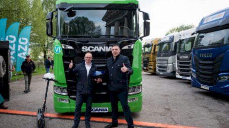 """Pirmajame """"DKV LIVE Metų sunkvežimio"""" konkurse triumfavo švediškas """"Scania S"""" sunkiasvoris"""