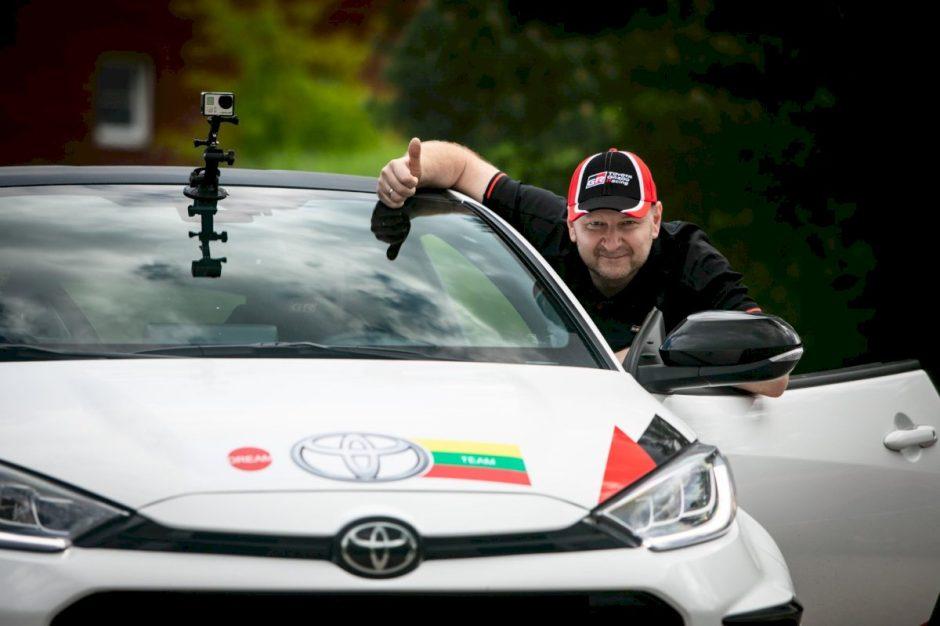 """Žurnalistų ralyje ginklais žvangins """"Dream Toyota Team"""" komanda"""