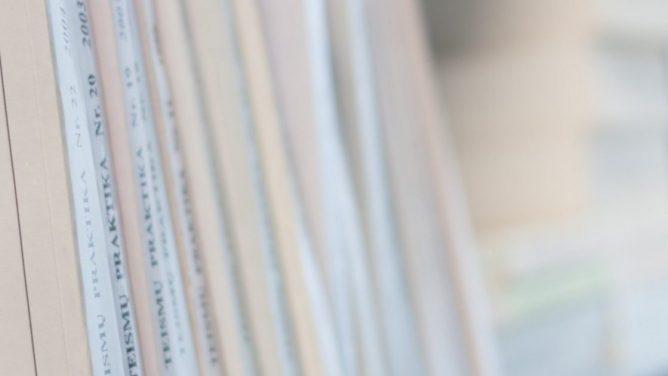 Pradėtas ikiteisminis tyrimas dėl galimo privedimo prie savižudybės ir dokumentų klastojimo