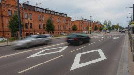Dvejopi standartai: vaivorykštė perėjoje netrukdo, o už rombus gatvėse grasina baudomis