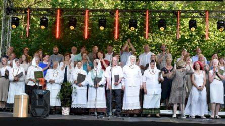 Unikalusis Žiūrų folkloro ansamblis surengė skambų penkiasdešimtmečio jubiliejų