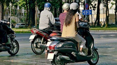 Turintiems B kategoriją lengvuosius motociklus siūloma leisti vairuoti po 5 valandų praktinio vairavimo kurso