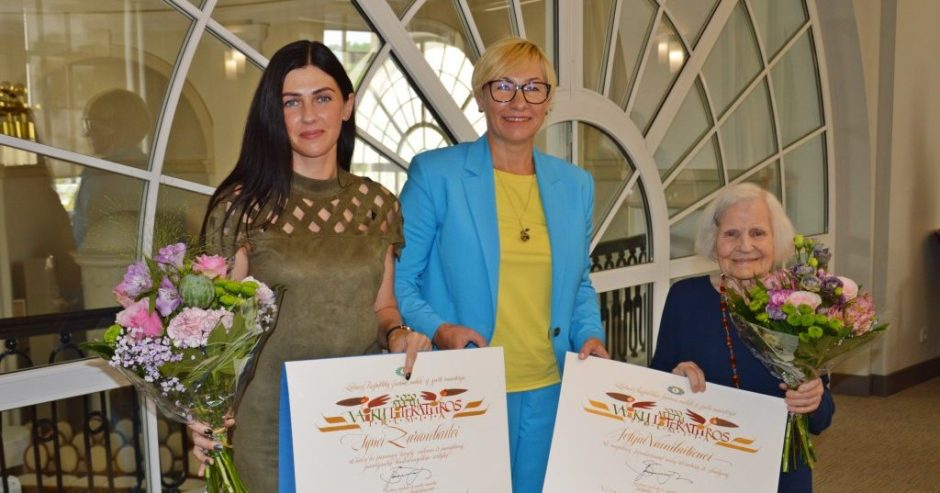 Švietimo, mokslo ir sporto ministerijoje apdovanota rašytoja Ignė Zarambaitė ir dailininkė Zofija Vainilaitienė