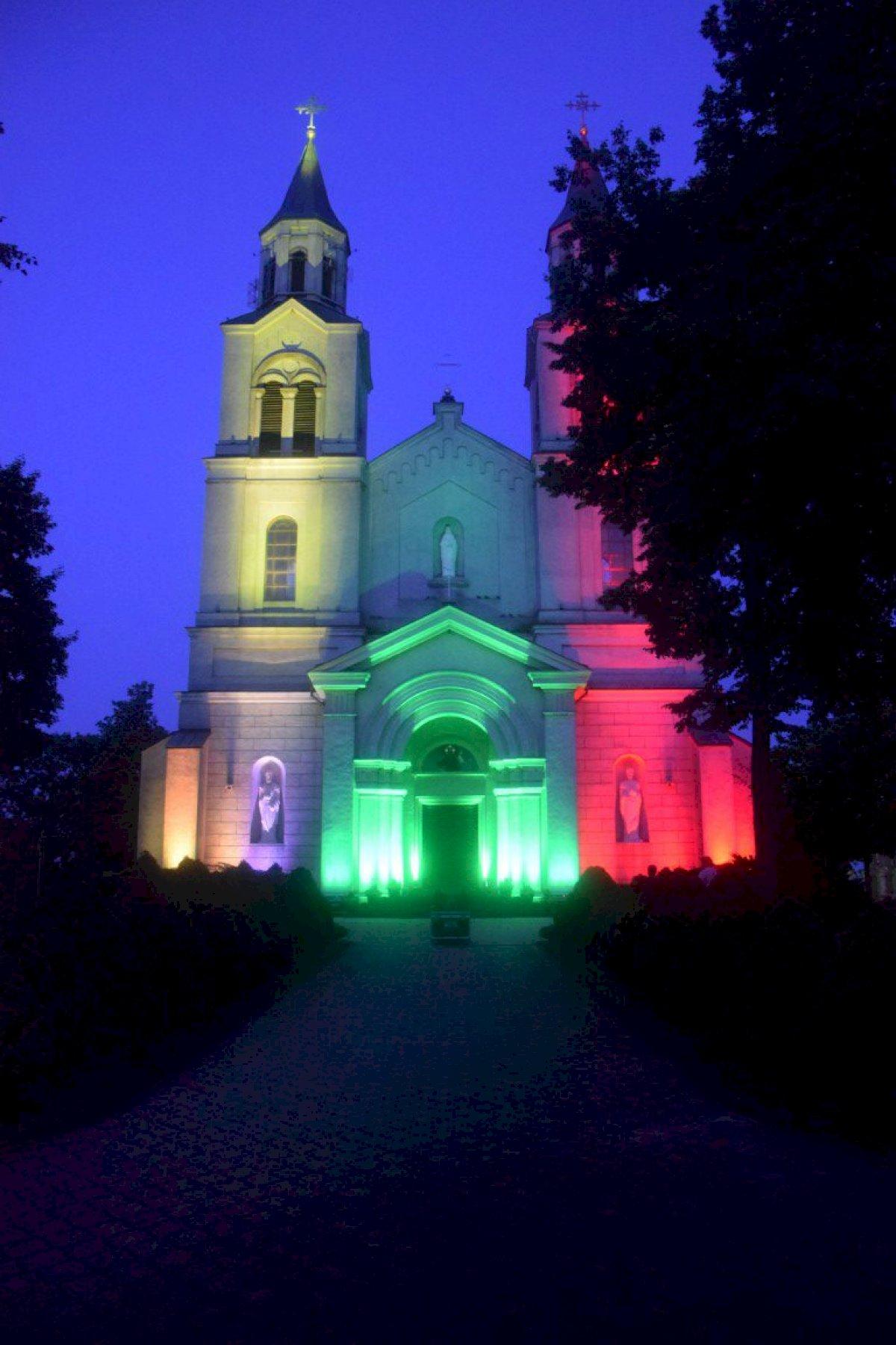 lietuvos-karaliaus-mindaugo-karunavimo-diena-vilkaviskieciai-atsvente-garsiai-ir-spalvingai