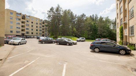 Vilnius imasi mašinomis pergrūstų gyvenamųjų rajonų