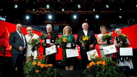 Kaunas nusilenkė iškilioms miesto asmenybėms: įteikta rekordiškai daug apdovanojimų