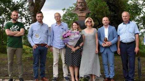 Švenčiant valstybės dieną Merkinėje atidengtas Lietuvos didžiojo kunigaikščio ir Lenkijos karaliaus Vladislovo Vazos paminklas ir atidarytas skveras
