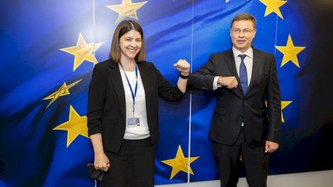 """Finansų ministrės G. Skaistės ir EK vicepirmininko V. Dombrovskio susitikime – dėmesys """"Naujos kartos Lietuva"""" planui ir ES fiskalinei politikai"""