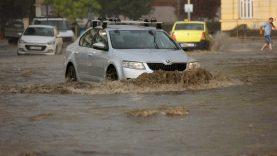 Kaip pastebėti vandens ar potvynio apgadintą transporto priemonę?