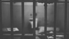 Dėl neleistinų medžiagų, gabentų į Šiaulių tardymo izoliatorių – baudžiamoji byla teisme