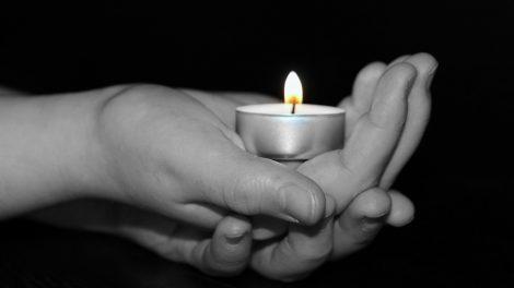 Į motinos laidotuves atvykęs sūnus kaltinamas nužudęs tėvą