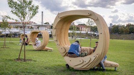 Vilniečiams padovanojo mobilias darbo vietas prie Baltojo tilto