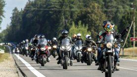 """Iniciatyvą neregiams """"Mane veža TRYGG"""" sukūrusi motociklininkė: kartais patys nežinome, kokios yra mūsų galimybės"""