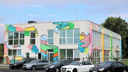 Noreikiškių vaikai džiaugiasi spalvingu darželiu