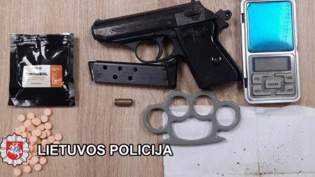 Klaipėdos kriminalistai kelių operacijų metu, su įkalčiais sulaikė 10 asmenų, įtartų narkotinių medžiagų disponavimu (video)