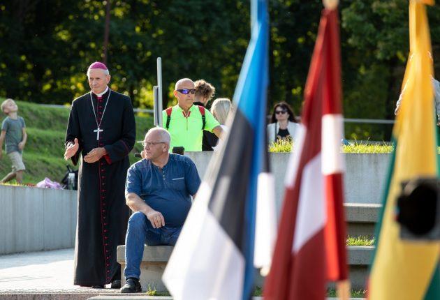 Šiauliečiai rinkosi atminti Baltijos kelio dieną – Rolando Parafinavičiaus nuotraukos
