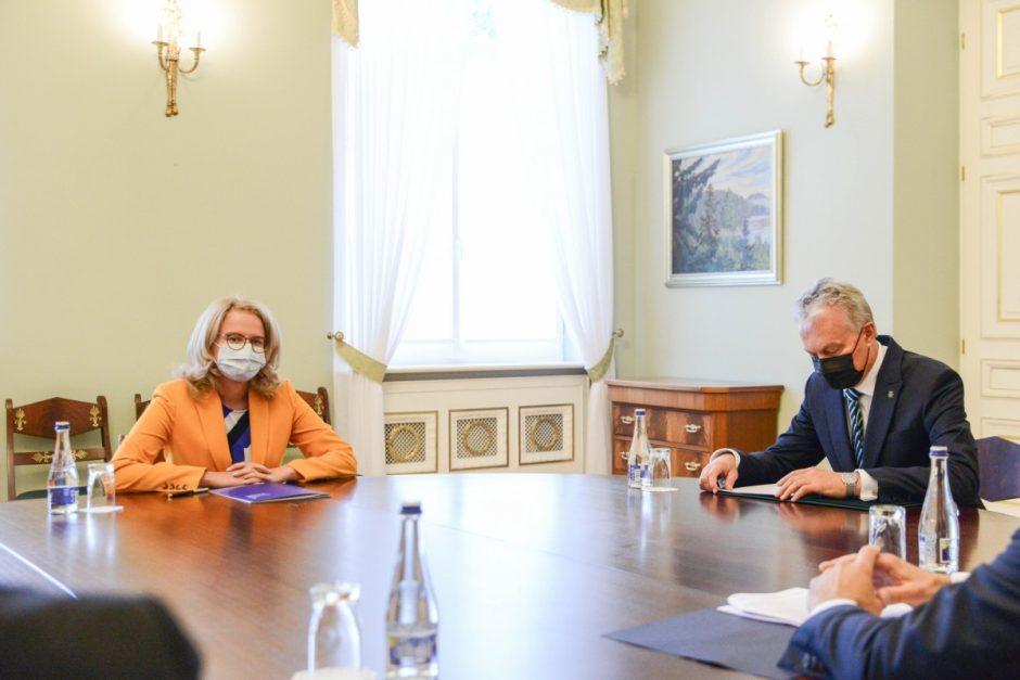 A. Armonaitė prezidentą supažindino su pasiekimais pritraukiant investicijas ir plėtojant inovacijas