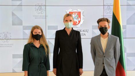 """Ministrė supažindino projekto """"Moksleiviai – į Vyriausybę"""" dalyvius su vidaus reikalų sistema"""