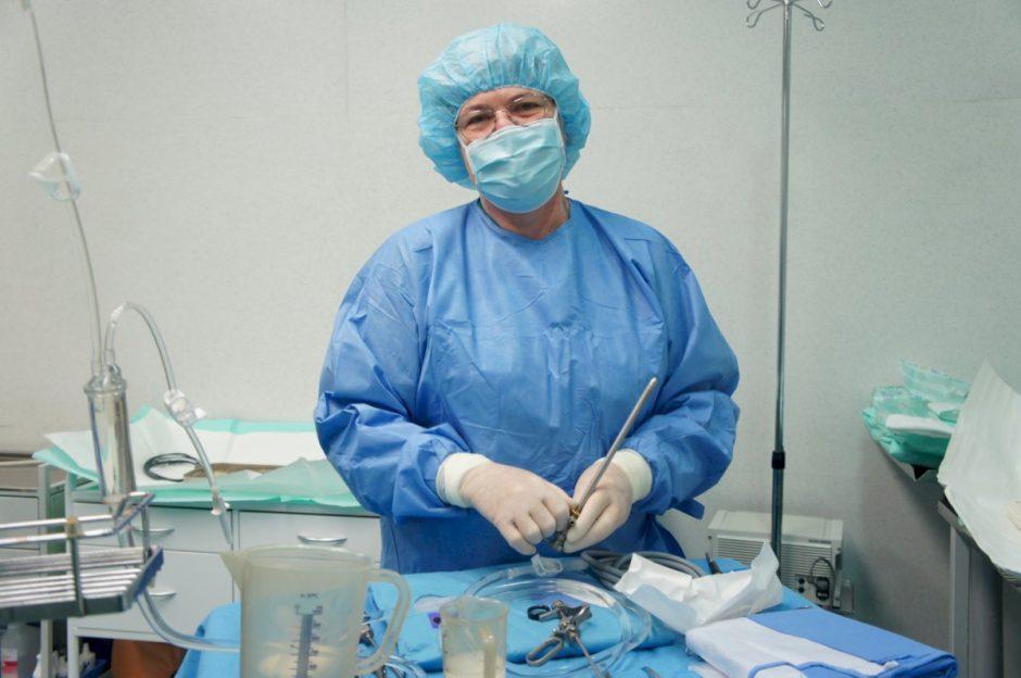 Operacinės slaugytojai geriau pažįstami instrumentai nei pacientai