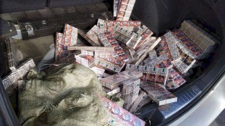 """Šiaulių pareigūnai """"šienavo"""" kontrabandinius rūkalus (video)"""
