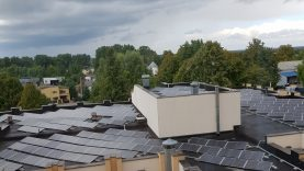 Ant ligoninės Chirurgijos klinikos stogo įrengta saulės elektrinė jau gamina elektros energiją