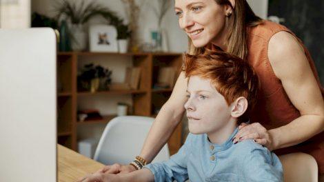 Internetinės paauglių draugystės – kas iš tiesų už to slepiasi?
