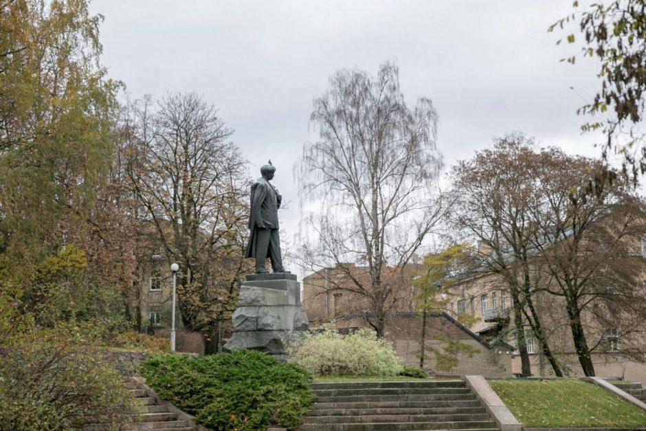 Vilnius priėmė rezoliuciją dėl Petro Cvirkos paminklo nukėlimo