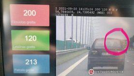BMW gaudynių atomazga – vairuotojui šūsnis protokolų (video)