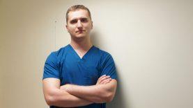 Vidaus ligų gydytojui aplinkybės lėmė gydyti sergančiuosius COVID-19 liga