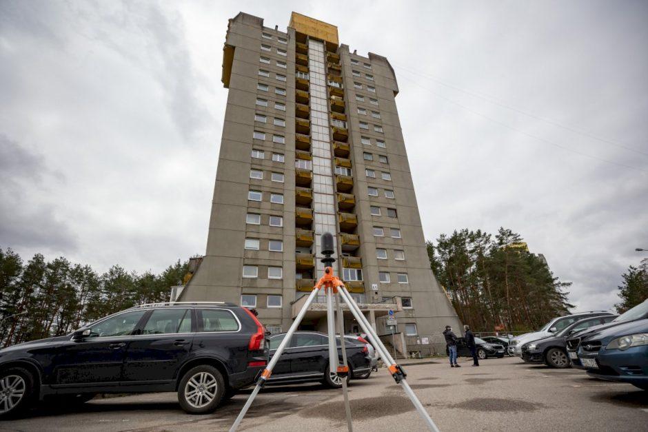 Nukritęs balkonas gyventojų dėl renovacijos neįtikino: savivaldybė ragina darkart apsvarstyti sprendimą