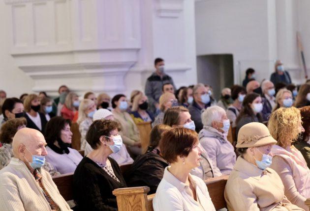 Miesto gimtadienio renginius užbaigė įstabus koncertas Šiaulių Šv. apaštalų Petro ir Pauliaus katedroje – Nuotraukos Kamilės Norkutės