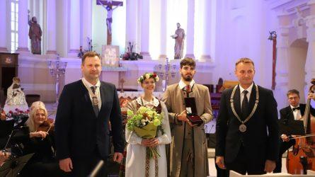 Šiaulių gimtadienio šventė prasidėjo – inauguruotas naujas miesto garbės pilietis