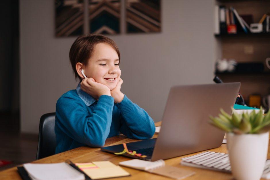 Specialistai pataria tėvams, kaip finansiškai neskausmingai įsigyti naują kompiuterį